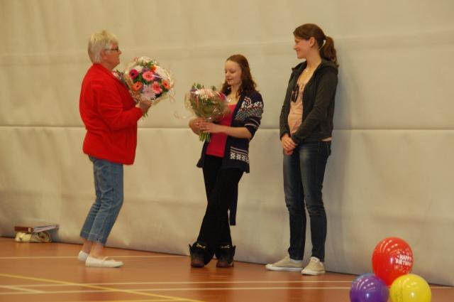juryleden krijgen bloemen